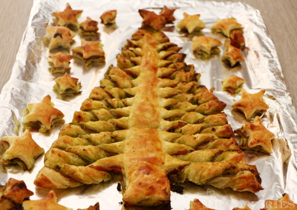 Puff pastry Christmas tree - SaraDiscoveries